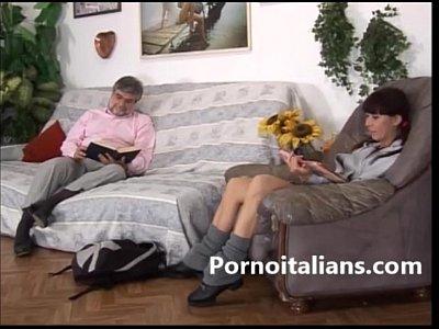 Incesti italiani - figlia sexy provoca papa porco incesto sesso in famiglia