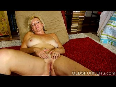 Chubby Mature Granny video: Naughty old spunker frigs her soaking wet pussy for you