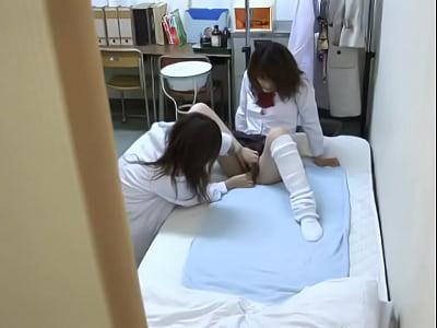 保健室でタンポンと使い方を聞いたらレズをされて感じてしまう女子高生|無料エロ動画まとめSP-ERO.NET