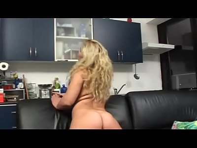 Alone at home: solo sex for a blondie
