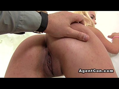 bionda amatoriale pone nakes in casting