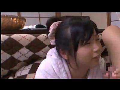 ツインテールのロリっ娘がコタツに入りながらチンポをしゃぶる
