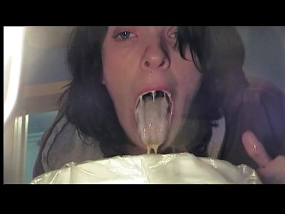 Gag Puke Vomit vid: Girls Gagging Puking Vomiting Vomit and Puke