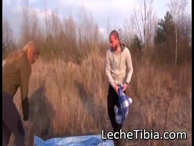 Videos Gratis De Chicas cogiendome a esta peliroja en un dia de campo que delicioso culo tiene