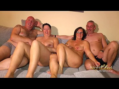 Amateur Swinger Deutsch video: Deutsche Amateur Swinger Paare vergnügen sich im Swingerclub