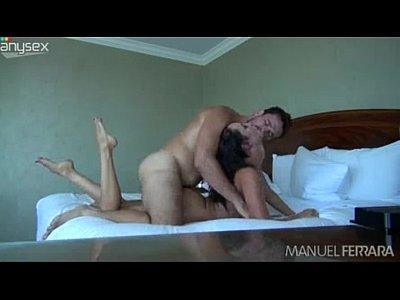 Candente mexicana gime como un puta cuando su novio le da un excelente sexo anal, moviéndose por toda la cama para que no le saquen la verga del culo cuando esta cogiendo rico esta zorrita