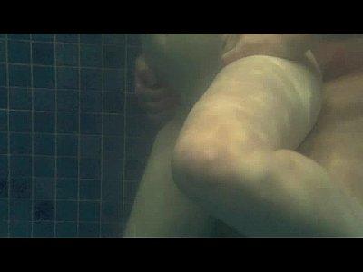 Loirinha transando gostoso na beira da piscina