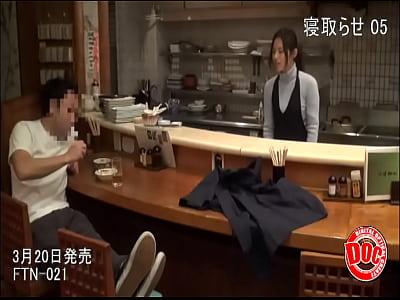 【NTR】人に頼んで他人棒に寝取られる妻のハメ撮り動画で興奮する基地旦那・・・