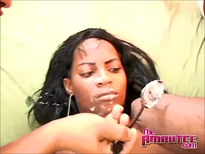 mocho le saca la leche a negra dominicana