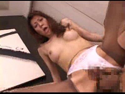 セックスレスなどスケベ熟女が久しぶりの巨チンに跨って快感に大絶叫