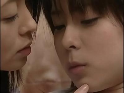 女子校生がレズプレイしながらもガンガンハメられてる閲覧注意な映像