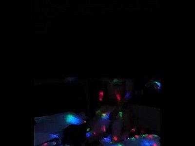 Cachonda madura hondureña es grabada en un video xxx por el cornudo de su marido, al estar cogiendo como puta con su corneador en un hotel