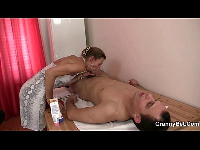 Granny Wife Mom video: Old masseuse gets her hairy snatch pounded