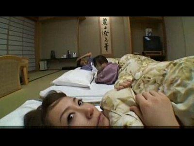 温泉旅館でお布団で眠るはずが、オバサンとオジサンの乱交がおっぱじまる  素人  の画像