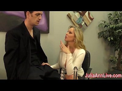 Porno video: Sexy Milf Julia Ann Milks Him on Date Night!