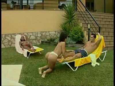 Foda entre brasileiras e piscineiro safado