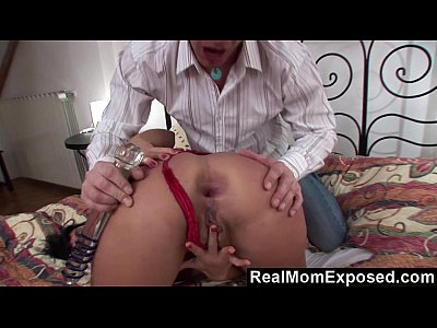 Blowjob Dildo Doublepenetration video: RealMomExposed - Mommy Banged By 2 Studs