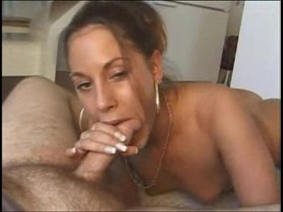 Morena dleiciosa pagando um boquete muito gostoso