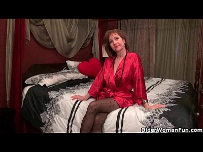 Milf Mature porno: Black pantyhose will send mom over the edge