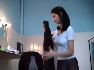 novinha vagabunda tesuda se exibindo na maca fare massagista