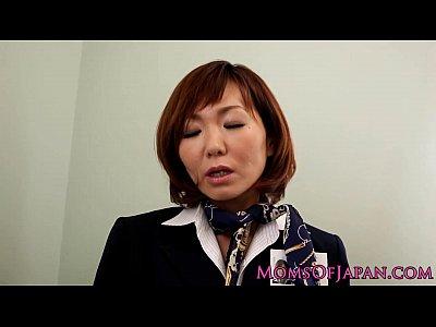 愛用のローターをトイレに持ち込んで絶頂オナニーするCA姿の高齢熟女…