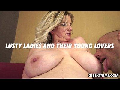 Bigtits Blonde Blowjob video: The granny expert