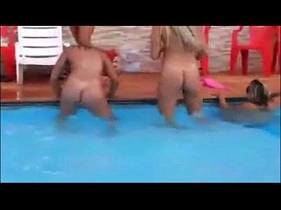 Gostosas do whatsapp tira tudo na piscina