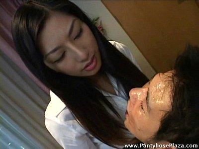 |黒髪のお姉さん女優が男優の顔を舐めるH動画【朝河蘭】|