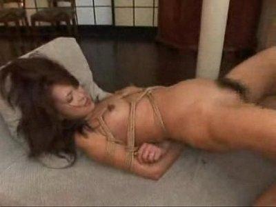熟年女優の艶堂しほりが緊縛セックスでイキまくるおばさんの動画