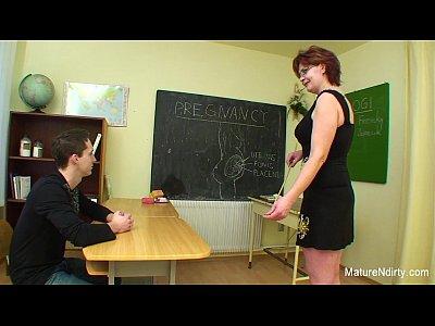 Sex Salbaticu Cu Profesoara De Biologie Si Un Elev Mai Timid