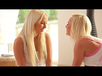 Doua blonde frumoase rau duc lipsa de pula grav