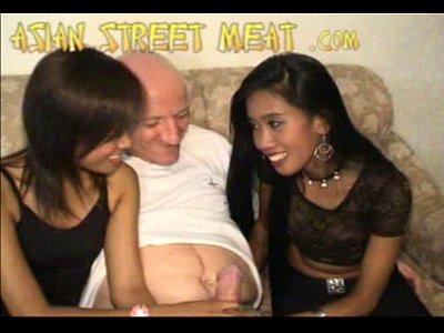 Девушки трахаются с дедом
