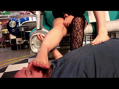 Femdom Foot Fetish video: Arrives Elisa First Part - 2 Girls Foot Worship 1 Slave