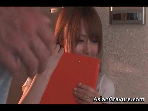 【吉沢明歩】美女アッキーの1分間上目遣いフェラ抜き(口内発射)