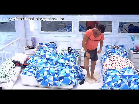 Renan big brother se trocando
