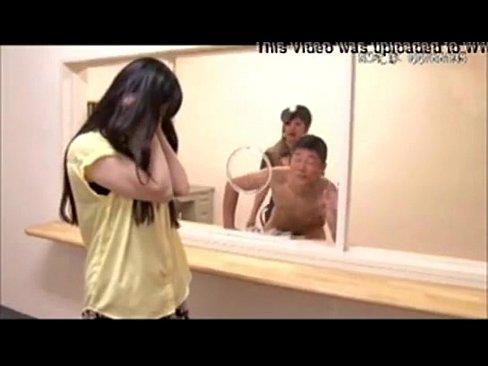 【さとう遥希】面会中の囚人を妻の前でペニバン責めして手コキ発射させる鬼畜元性犯罪被害者のコスプレプレイ