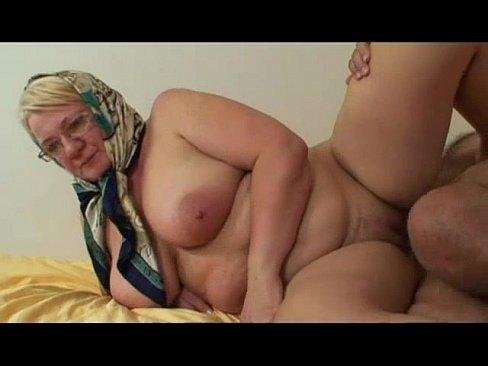 Blonda Suge Pula Cu Baticul Pe Cap Pentru Ca E Batrana
