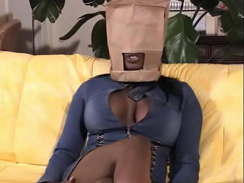 Imagen Puto negro le pone a guarra negra bolsa para poderla follar