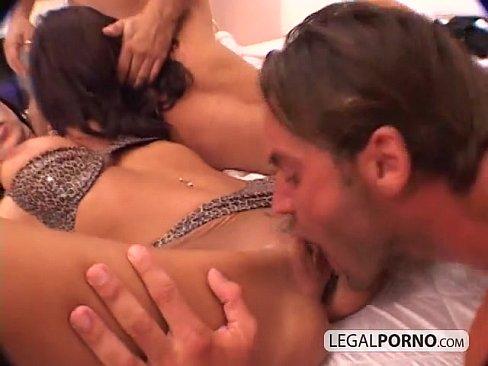 видео секс между грудей: