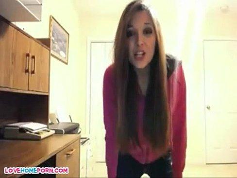 Mostrando os peitos na webcam