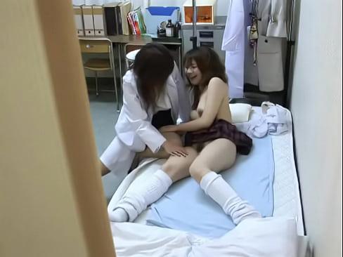 保健室にレズ女子校生を呼び濃厚セックスする美人レズ女教師…