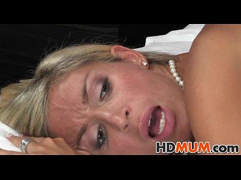 Porno Cu Romance Mature La Sat Care Barbatul Le Fute Pe Ambele Surori