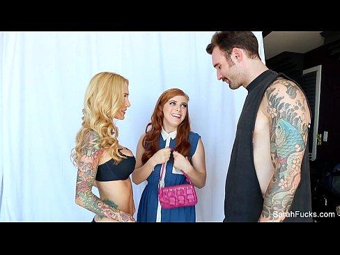 Tatuado sortudo fazendo vídeo de sexo