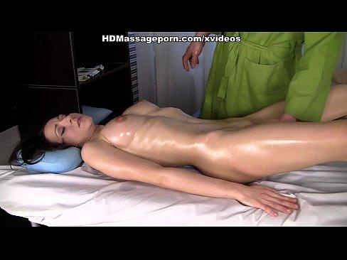 Morena Tendo Muito Orgasmo Em Uma Massagem Quente