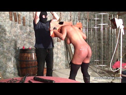 Грубый секс с французской чернокожей рабыней в подвале БДСМ