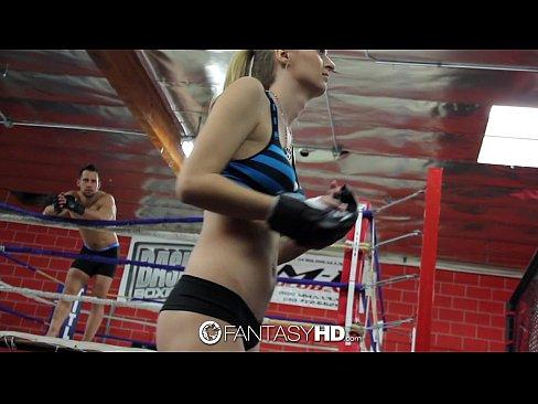 Natalia lutando e tendo sessão de sexo no ringue