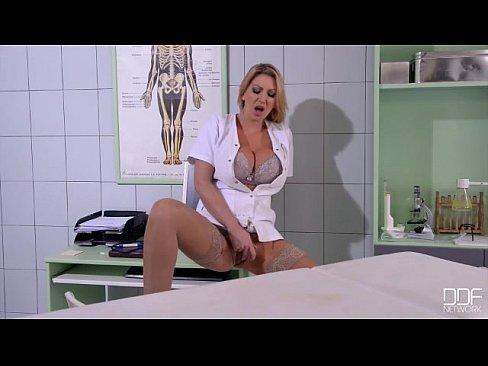 Выебал медсестру силой