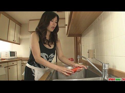 綺麗なお姉さんと台所で性交