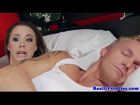 муж спит жену трахают порно ролики