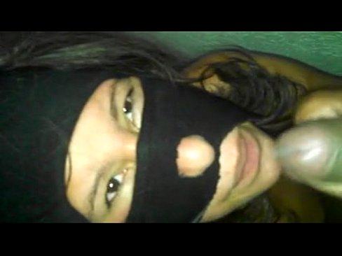 Una rica chupada de verga que me da mi enmascarada de Maracay